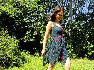 Faerie_dress_yarn_company_09_12_walk_small2