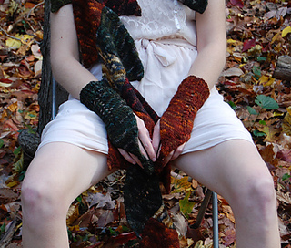 Druidess_gloves_shiri_designs_nov_2010_crotch_small2