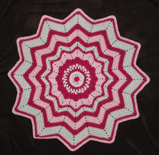 Round_ripple_baby_blanket_small2