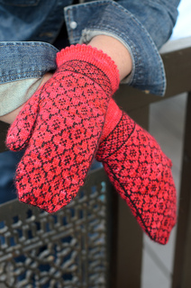 Quatrefoilmitts-2_small2