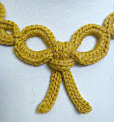 Bow_close-up_small