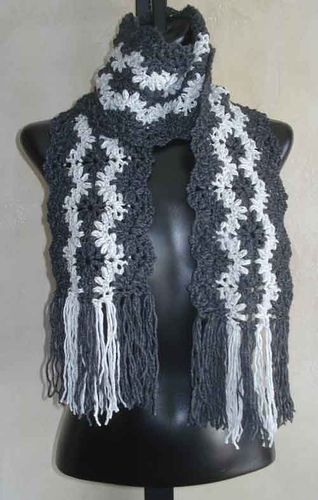 Lacy_striped_scarf_500_medium