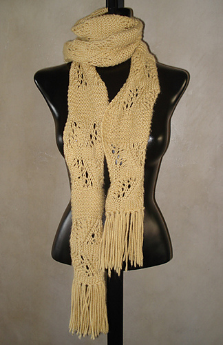 Curvy_beige_scarf_400_medium