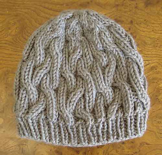 Braided_cable_hat_flat_500_small2