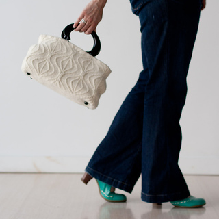 Swinging_white_bag_small2