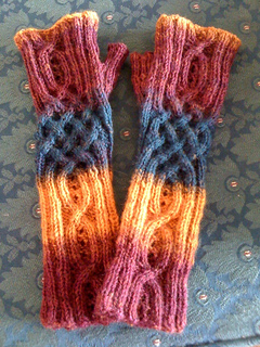 Lauras_mitts_finished_not_blocked_small2