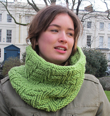 Sweet_pea_cowl_3_small