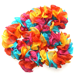 Happy_ruffles_scarf_01_small2