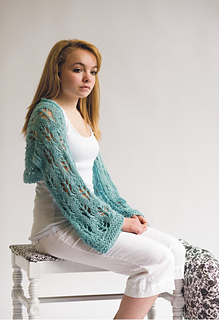 Leaf_lace_alpaca_shawl_model_small2
