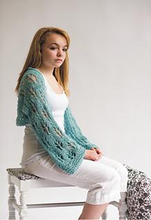 Leaf_lace_alpaca_shawl_model_small2
