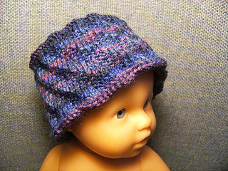 Preemie_hat_purple_spiral_small2