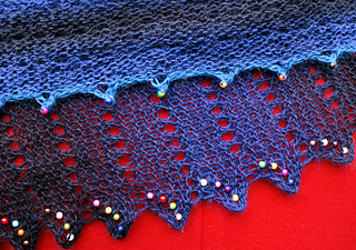 Assymetrical_shawl_close_up_small2