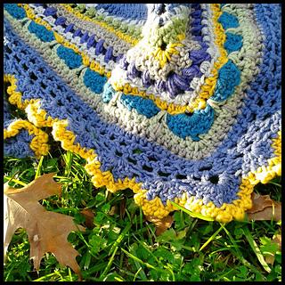 Close_shawl_with_leaf_border_small2