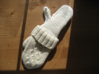 Aran_delight_mittens_0005_small2
