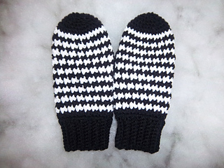 Houndstooth_mittens_001_small2