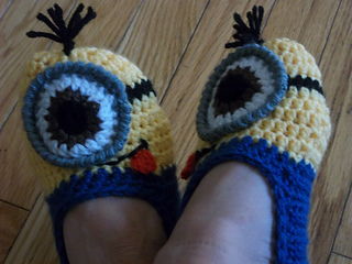 Minion_slippers_022_small2