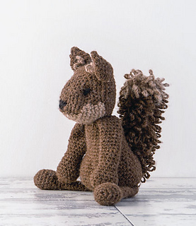 Edward_menagerie_crochet_amigurumi_red_squirrell_small2
