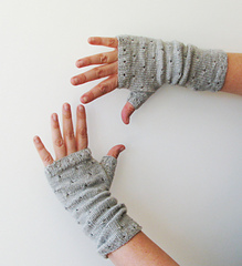 Mirri_mitts_gray_7_small