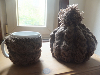 Rustic_cable_tea_cosy_small2
