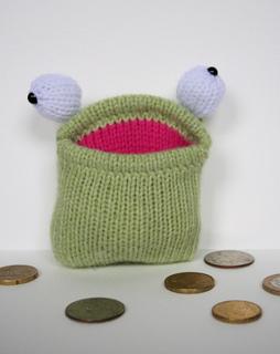 Baby_pocket_frog_3_small2