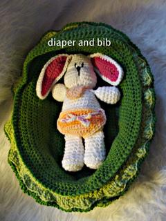 534_diaper_and_bib_small2