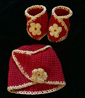 Red_and_gold_hat_and_booties_small2