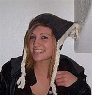 Bulky_braided_hat_aisha_2_small2