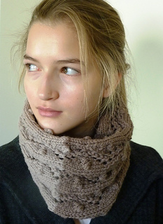 Quince_lace_eyelet_cowl_050_small2