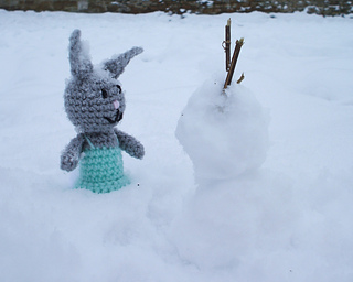 Bett_and_snowman_small2