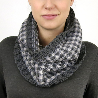 Checked-cowl-model-front-01_small2