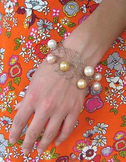 Wire-pearl-cuff-wrist-140420_small2