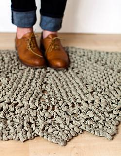 Rag-doily-rug-01_small2