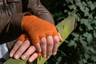 Knit-edge_ruth_garcia-alcantud_mitts_bijou_basin_lasha__2__small2