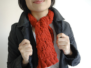 Free_knitting_pattern_frilled_city_scarf_2_small2
