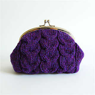 Cable_knitted_purse_small2