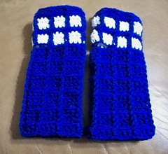 Fingerless_mitts_1-2014_small