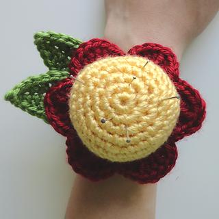 Flowerwristpincushion2_small2