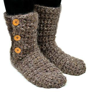 Crochet_buttoned_slipper_booties_small2