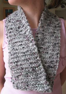 Year_round_gray_scarf_on_cecily_small2