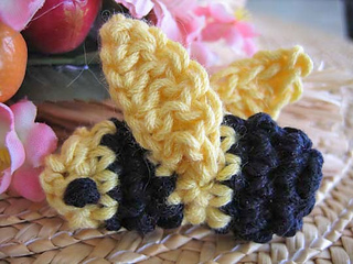 Amigurumi_bumblebee_closeup_resized_fix_small2
