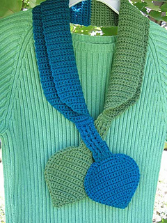 Crochet_crossover_scarf_small2