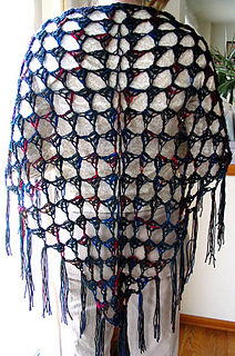 Easy_crochet_shawl_indoors_fix_small2