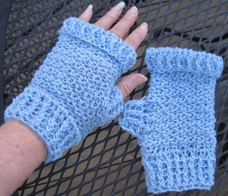 Ice_chip_mitts_outside_small2