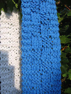 Chunk_a_block_scarf_blue_white_closeup_small2