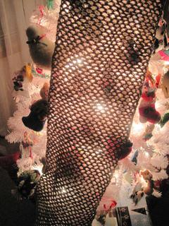 Liquid_gold_chain_mesh_scarf_on_tree_small2