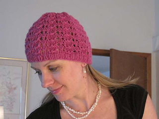 Pinky_s_wings_beanie_deep_rose_on_c_small2