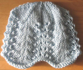Lace_baby_hat_pale_blue_small2