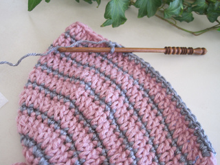 Better_late_than_never_beanie_rose_gray_in_progress_small2