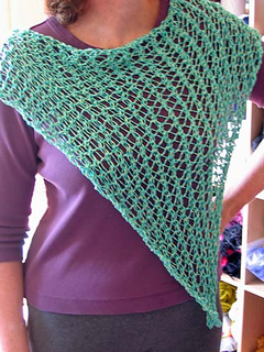 Hole-y_triangle_scarf_aqua_1_small2