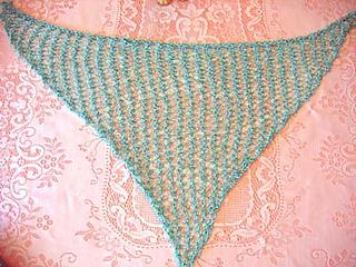 Hole-y_triangle_scarf_aqua_flat_small2